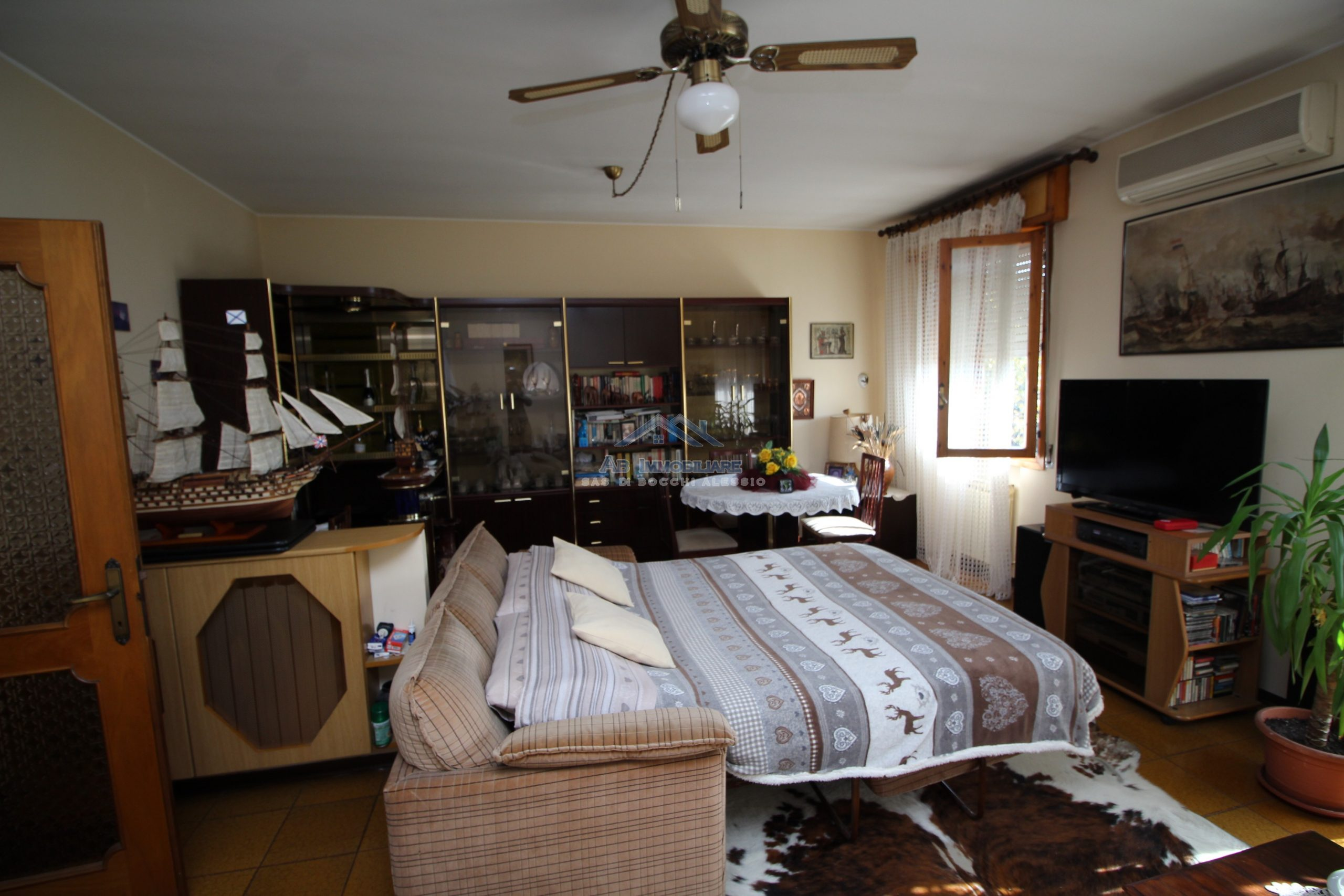 Ampio alloggio con tre camere